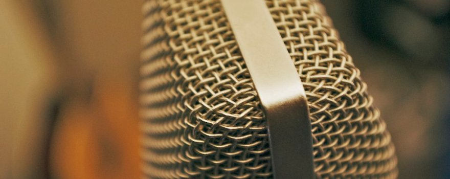 microphone-photo-awesome-podcasts-frugal-entertainment